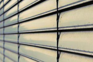 Rideau métallique Nice : la solution pour sécuriser les accès de votre commerce et garage